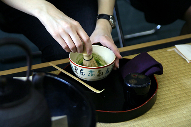 Japan: matcha stirring
